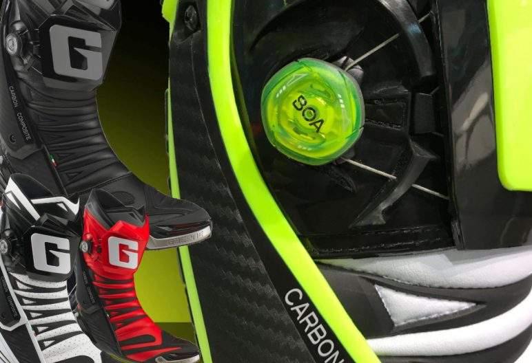 BOA VERSCHLUSSSYSTEM + GAERNE BOOTS GAERNE Rennradschuhe werden schon seit Jahren mit dem Boa Verschlusssystem ausgerüstet. Die Firma MASCOT bietet sowohl Sicherheitsschuhe als auch Sicherheitsstiefel mit Boa Verschluss an. Jetzt wird diese zukunftsweisende Technologie nicht nur für GAERNE Rennrad- und Freizeitschuhe, sondern auch bei dem Neuen GP1 EVO Motorrad - Rennstiefel verbaut. Schluss mit lästigen Schnürsenkeln oder Schnallen, denn von nun an ist das An- und Ausziehen nur noch eine Sache von Sekunden. Durch die smarte Dreh- und Klicktechnik des Boa Verschlusssystems kannst du die Stiefel und Schuhe schnell und einfach öffnen und schließen. Wenn du dich für GAERNE BOOTS mit dem BOA-System-Technologie entscheidest, bekommst du Schuhe, die bei jedem Tragen komfortabel und sicher am Fuß sitzen. Das Boa Verschlusssystem überzeugt durch seine super einfache Bedienung. Mit dem Boa-Verschluss sparst du gegenüber dem Gebrauch von Schuhen mit anderen Verschlusssystemen reine Zeit und kommst gleichzeitig in den Genuss hohen Komforts mit Schuhen, die genau an den richtigen Stellen Halt geben.